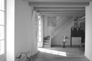 Création espace de vie, réfection, ponçage et traitement bars au sol - Sandrine Gauquier architecte d'intérieur - Projet rénovation maison de ville