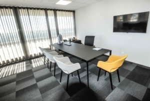 Ambiance épurée, Sélection d'un mobilier éditeur italien associé à du mobilier sur mesure multi fonction, Sandrine Gauquier architecte d'intérieur - Projet Office Notarial